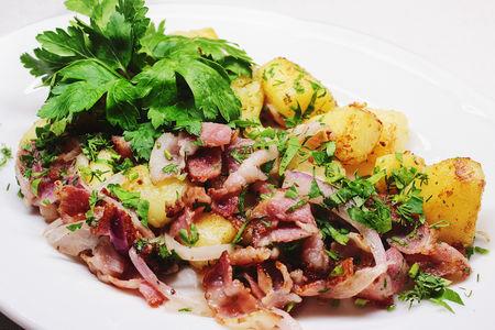Картофель жареный с беконом