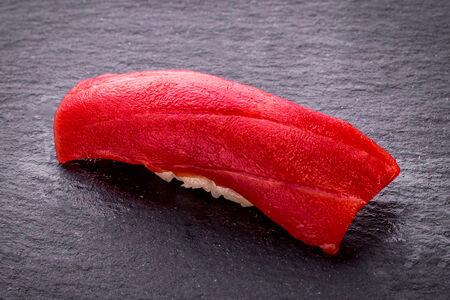 Суши с голубым тунцом