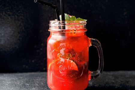 Домашний лимонад Клубника и маракуйя