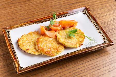 Картофельные драники с лососем