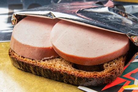 Классический бутерброд  с докторской колбасой