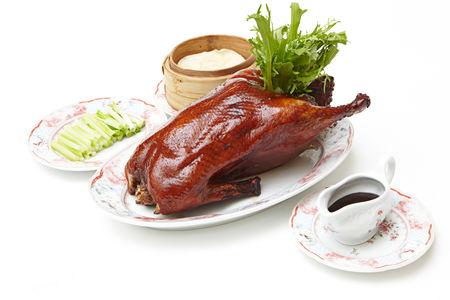 Жареная Пекинская утка с домашними блинчиками (целая птица)