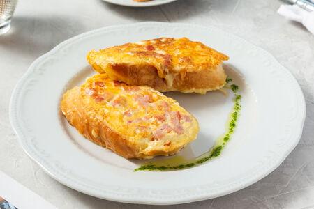 Гренки с ветчиной и сыром