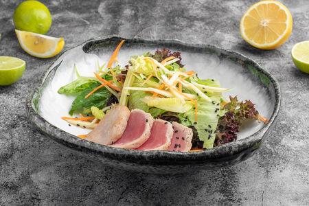 Салат с тунцом и манго
