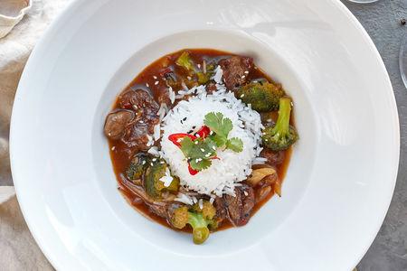 Говядина в устричном соусе с рисом басмати