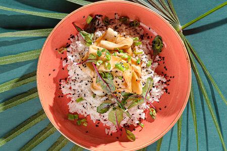 Кальмар в тайском соусе с рисом