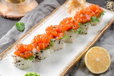 Острый ролл с лососем кимчи