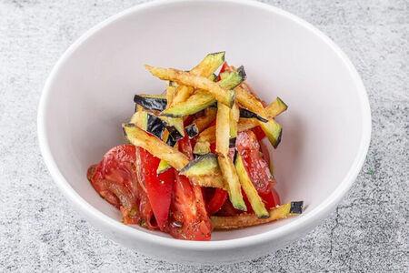 Салат из спелых томатов и баклажана постный