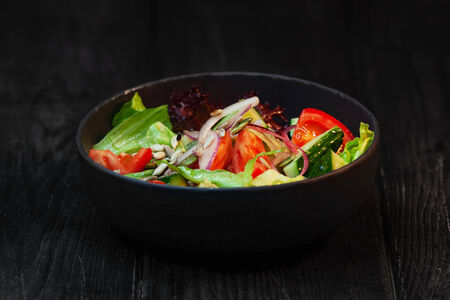 Боул из свежих овощей