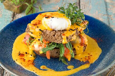 Яйцо пашот с лососем