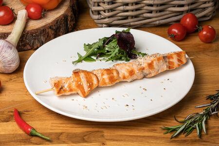Шашлычок из лосося с кунжутом на гриле