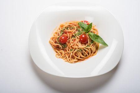Спагетти Томат и базилик