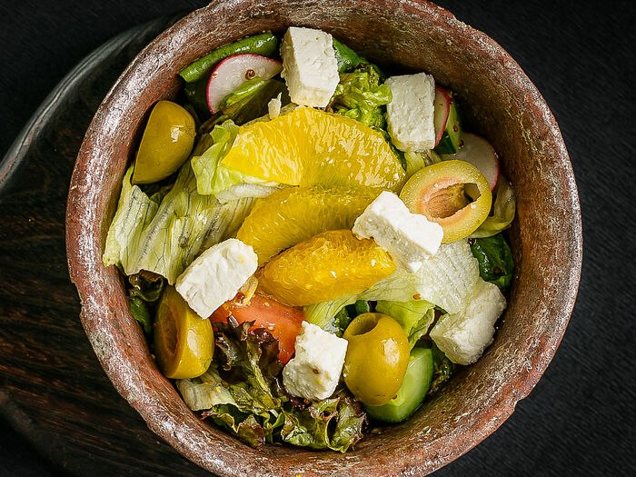 Салат с греческим сыром