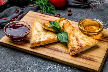 Жареный осетинский сыр