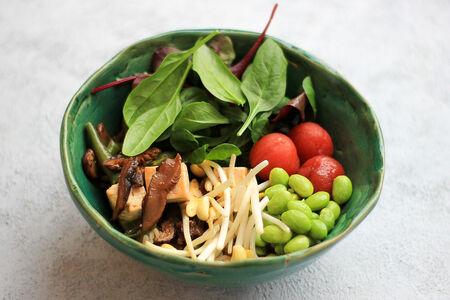 Поке овощной с панированным тофу