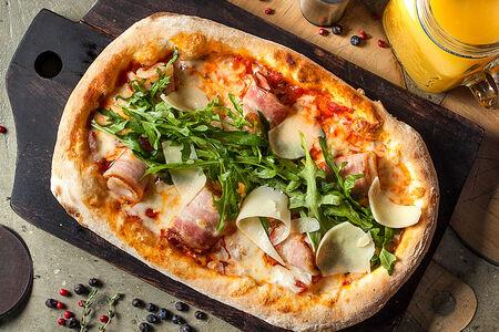 Пицца с жареным беконом
