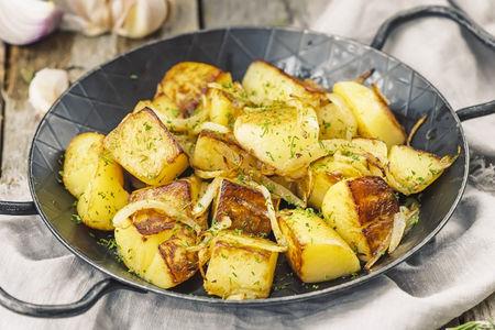 Золотистый картофель с луком
