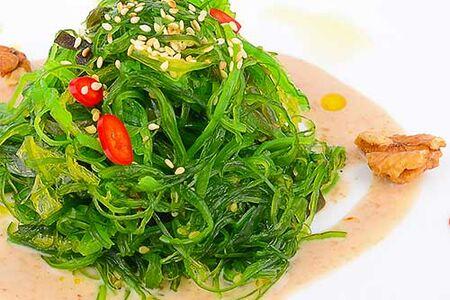 Салат чука в ореховом соусе