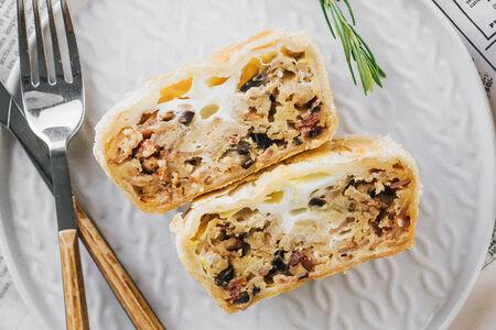 Пирог Бекон с шампиньонами в сливочно-горчичном соусе под яйцом