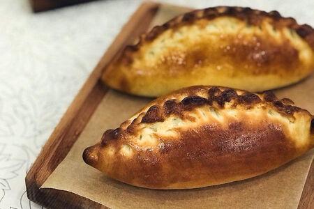 Пирожок с картофелем и жареным луком