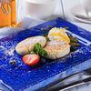 Фото к позиции меню Сырники с соусом манго-маракуя