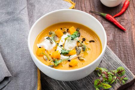 Крем-суп из тыквы со страчателлой