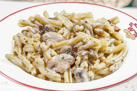 Паста Казаречче с баклажанами и грибами