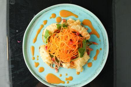 Салат с кальмаром в темпуре