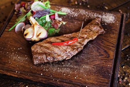Фланк стейк из мяса бычков зернового откорма