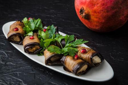 Баклажаны, фаршированные грецкими орехами