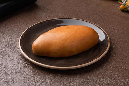 Пирожок с капустой и яйцом
