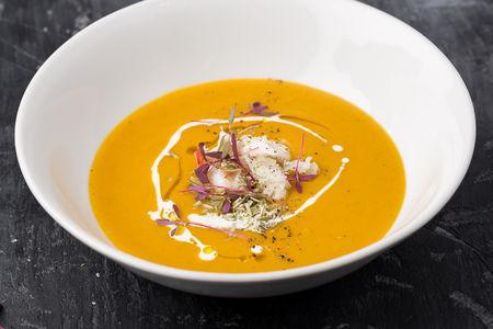 Тыквенный крем-суп с крабом