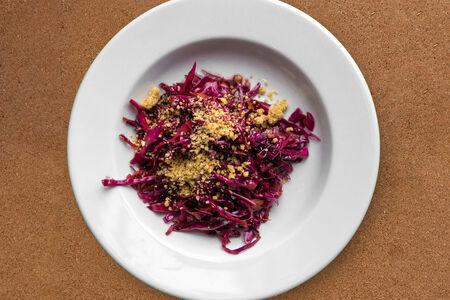 Салат Красная капуста с грецким орехом