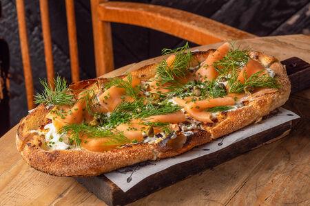 Лепёшка со слабосолёным лососем и фетой