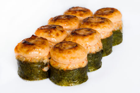 Запеченный ролл с креветкой и лососем