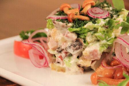 Теплый салат с опятами