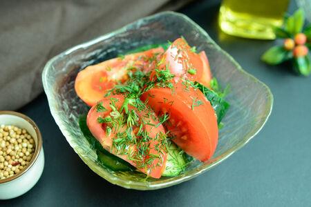 Салат из свежих овощей с маслом