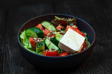 Боул из свежих овощей и сыра фета