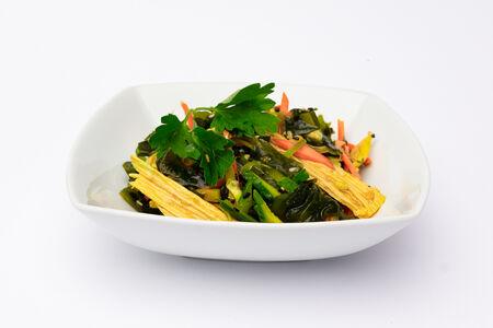 Салат с водорослями и спаржей