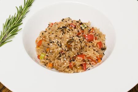 Рис с овощами вегетарианский