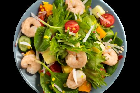 Салат-боул с тигровыми креветками и тропическими фруктами