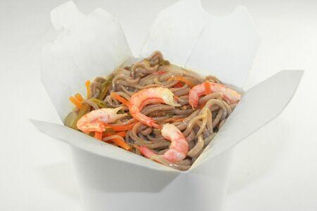 Гречневая лапша с креветками