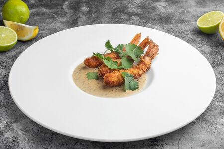Хрустящие лангустины с ореховым соусом