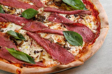 Пицца с пастрами и жареными грибами