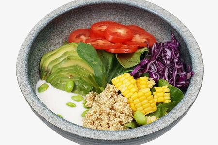 Салат Овощной боул с авокадо