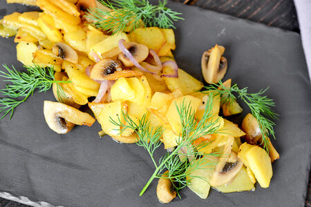 Картофель жареный с грибами