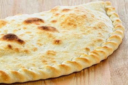 Пицца Кальзоне с ветчиной