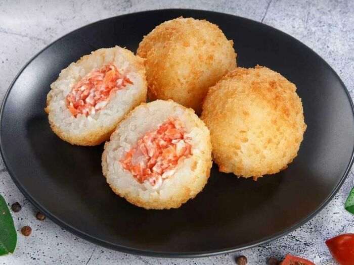 Рисовые шарики с лососем