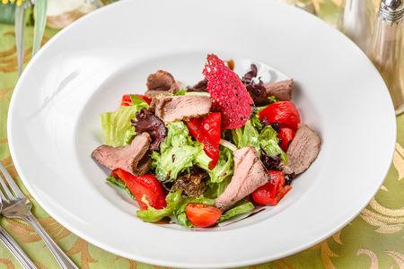 Салат с ростбифом и печеным перцем
