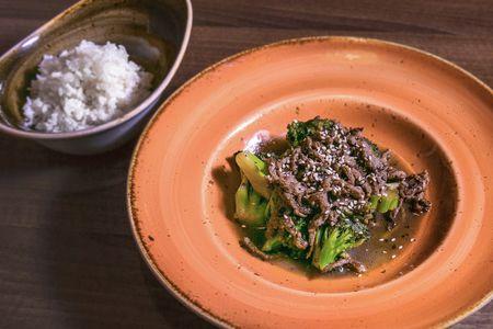 Говядина с брокколи в перечном соусе